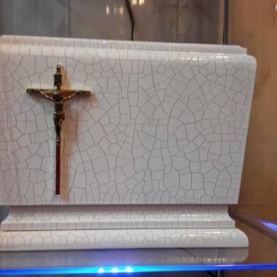 urna z krzyżem